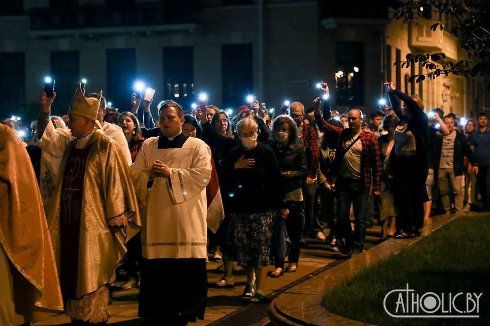 ctv-lja-bielorrusia obispo gente calle