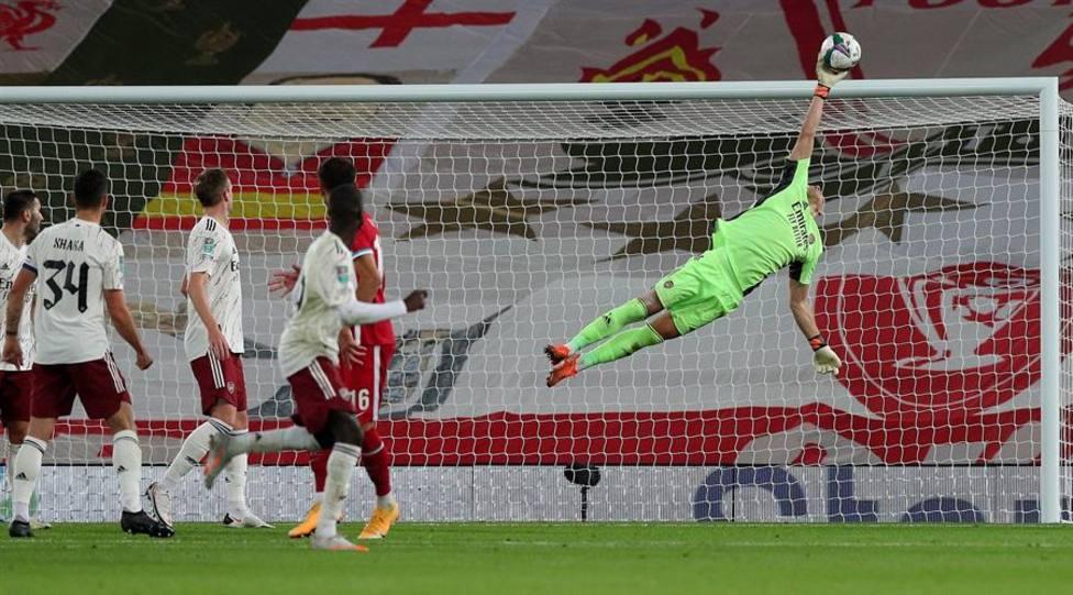 Leno manda al Arsenal a cuartos en los penaltis frente al Liverpool