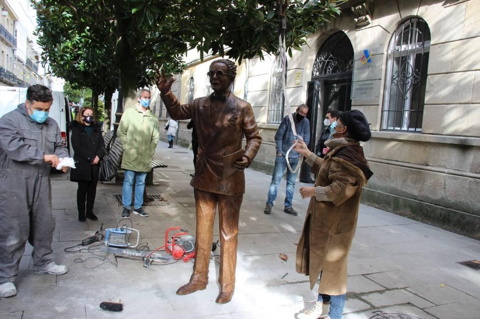 Lugo estrena una estatua de Castelao con motivo del centenario de la revista Nós