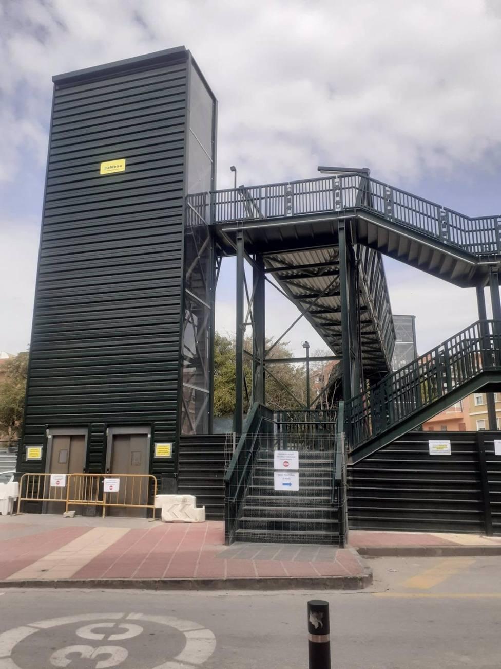 Cierran el acceso de la pasarela de Santiago el Mayor previo a su retirada definitiva