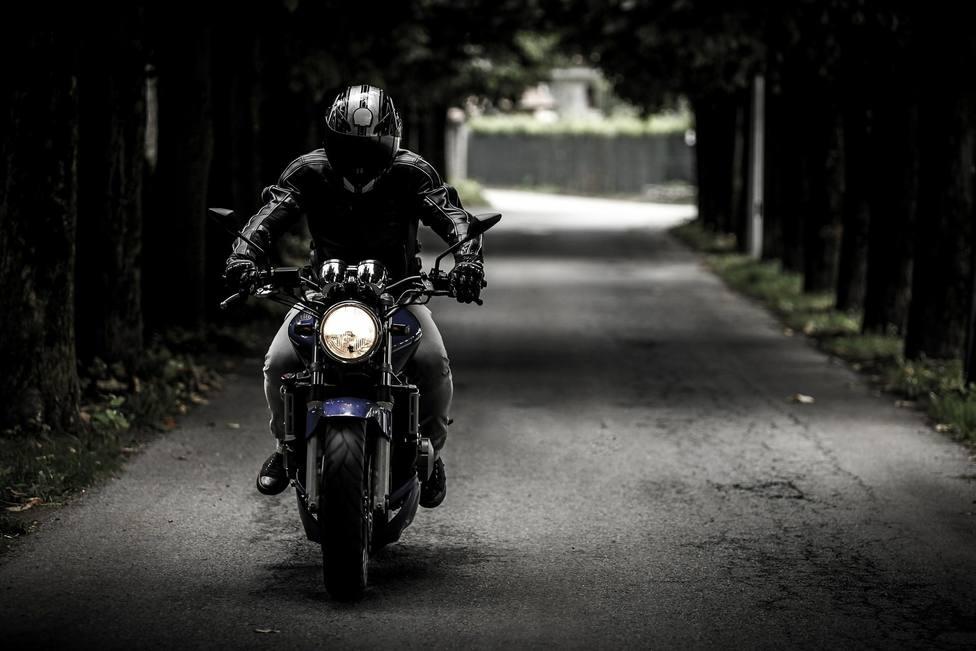 Este es el peligroso estado en el que puedes entrar al conducir tu moto