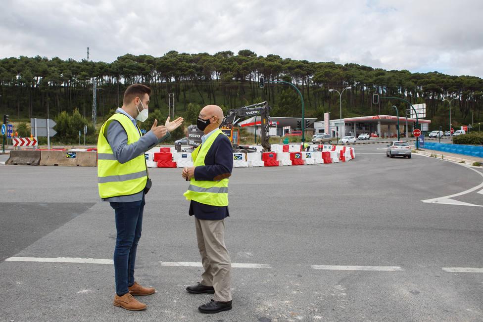El alcalde de Zizur Mayor y el consejero de Cohesión Territorial visitan las obras