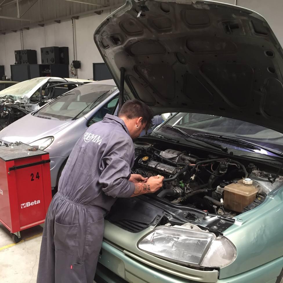 Los extremeños son los que destinan el mayor porcentaje de su presupuesto anual a cuidar su vehículo, un 2,56%