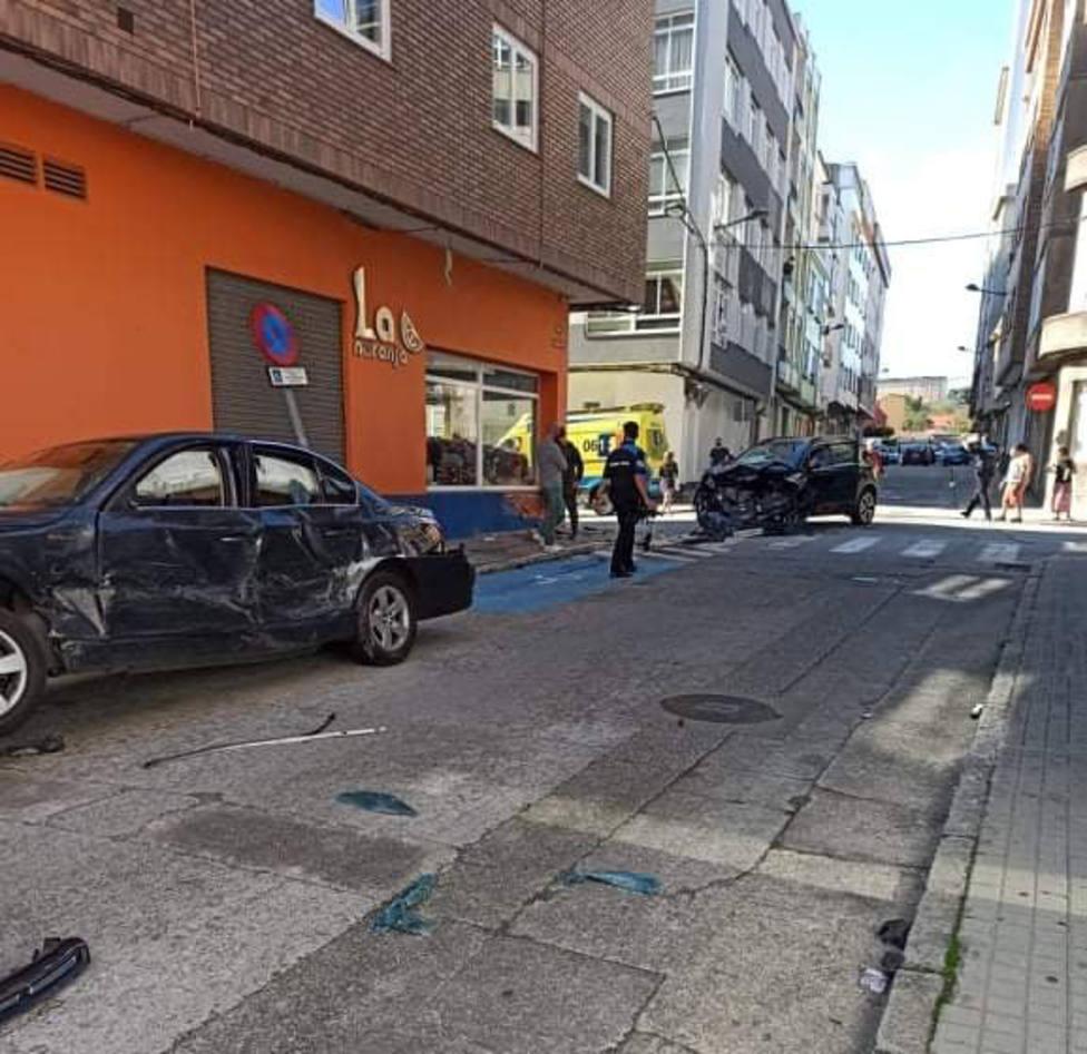 Los vehículos sufrieron daños considerables - FOTO: Tráfico Ferrolterra