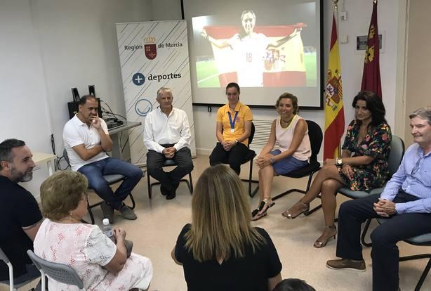 La Consejera de Educación, Juventud y Deportes felicita a Eva Navarro por el subcampeonato del Mundo