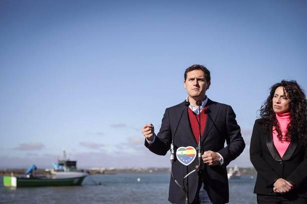Rivera avisa de que con la estelada no se come y llama a trabajar para tener una economía fuerte en Cataluña
