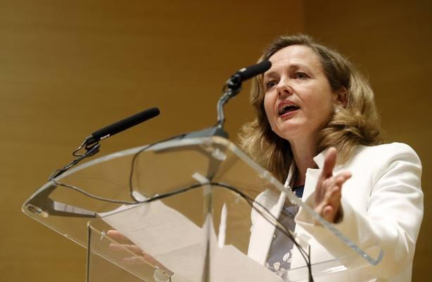 El Gobierno rebaja la previsión de crecimiento para España al 2,2% este año
