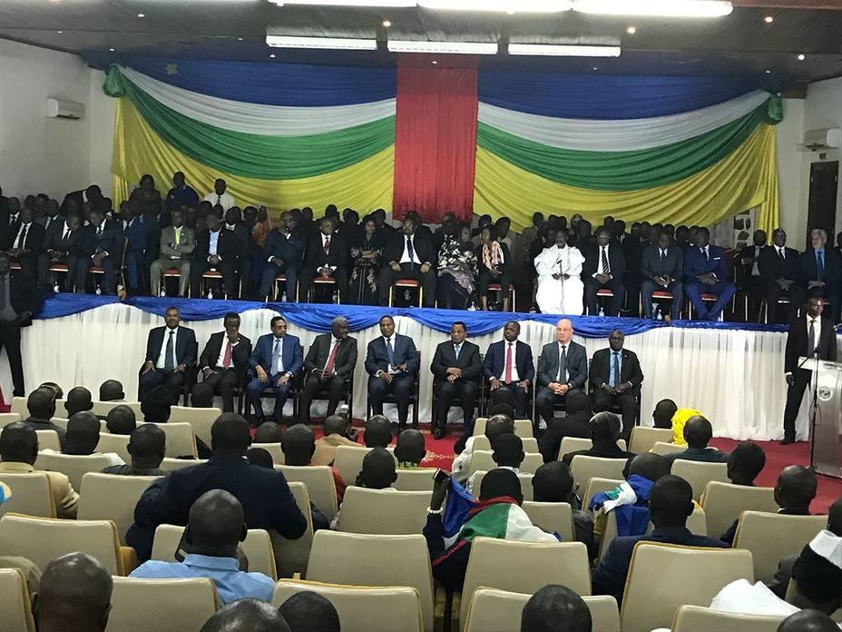 El presidente de RCA y representantes de 14 grupos armados firman en Bangui el acuerdo de paz