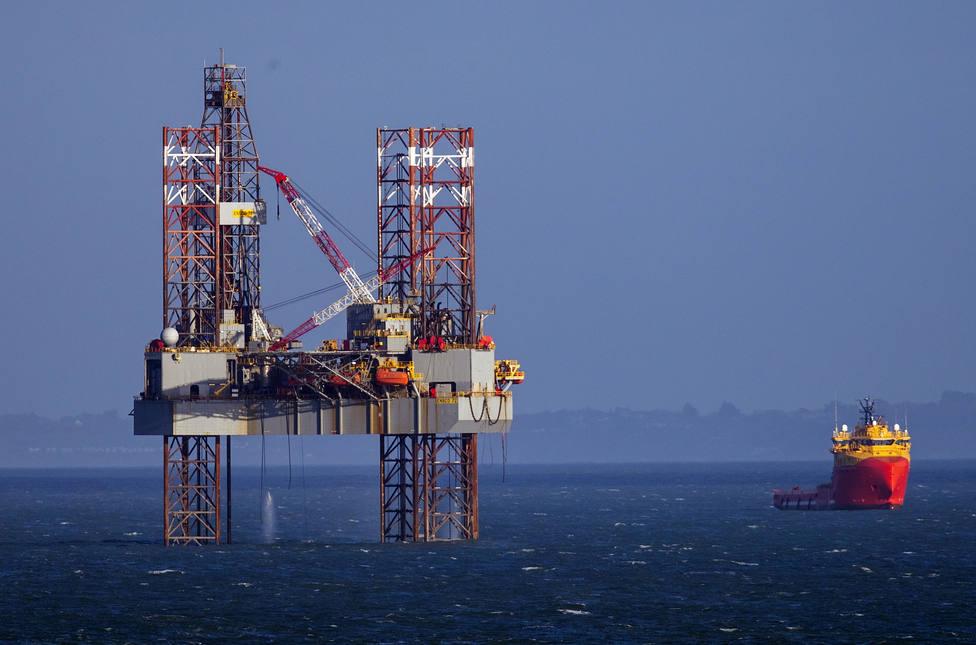 La OPEP cumple su objetivo de producción tras recortar 221.000 barriles diarios en febrero