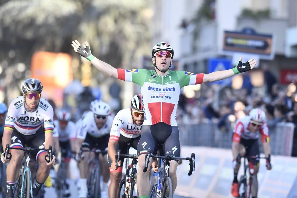 Viviani le gana el sprint a Sagan en la tercera etapa de la Tirreno-Adriático