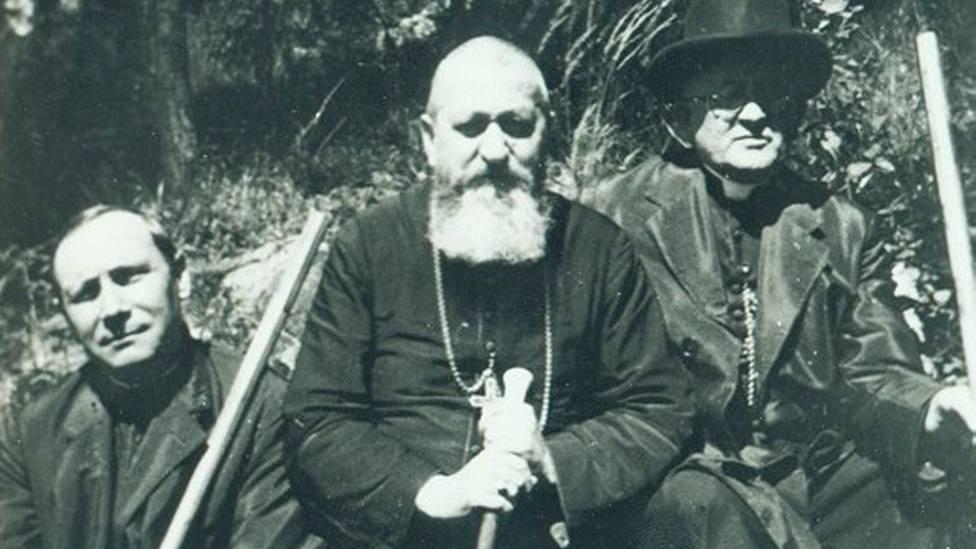 De izquierda a derecha, los obispos grecocatólicos Hossu, Frentiu y Rusu