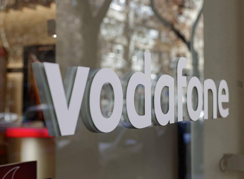 S&P pone en vigilancia negativa el rating de Vodafone por la compra de activos de Liberty Global