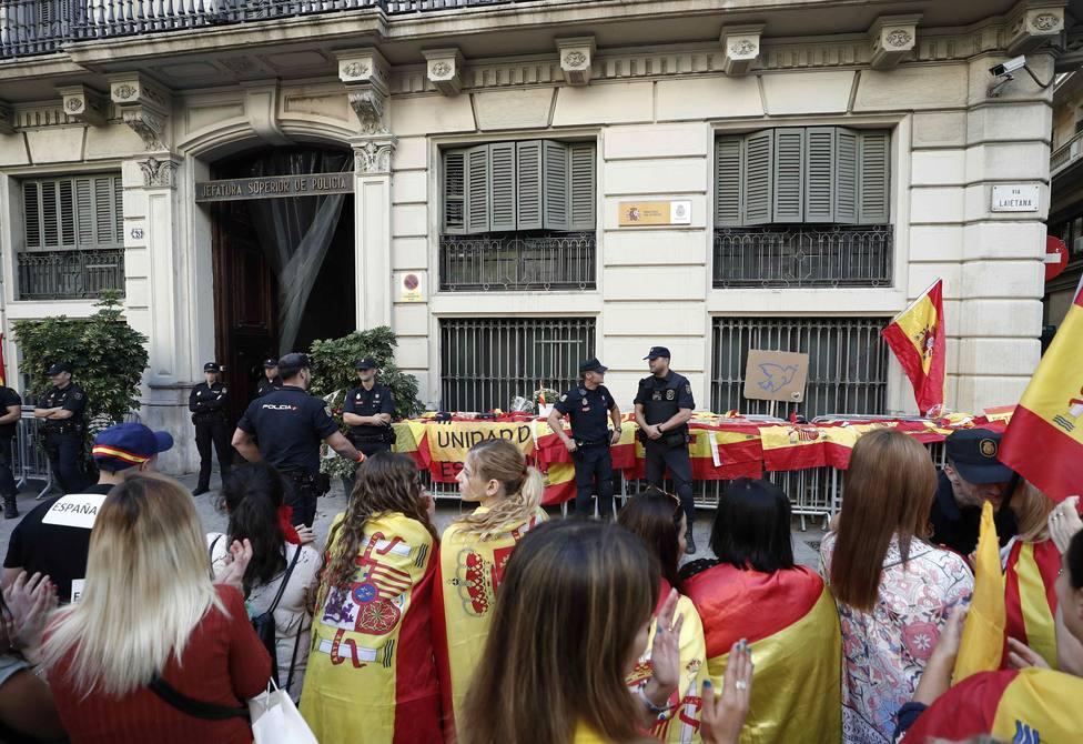 El caritativo gesto de los Antidisturbios en Barcelona con una parroquia en medio de las protestas