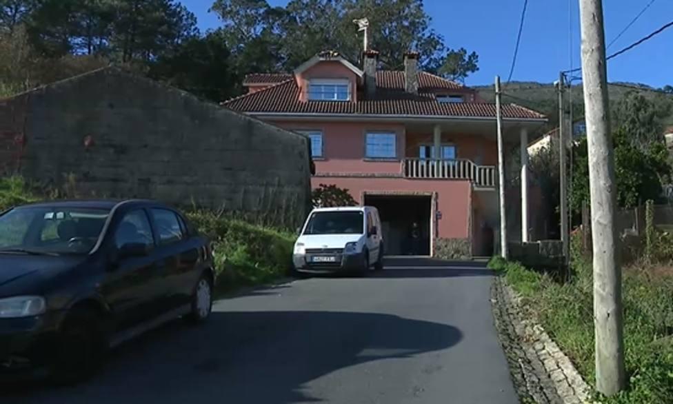 Asaltan una vivienda en Muros con sus moradores dentro