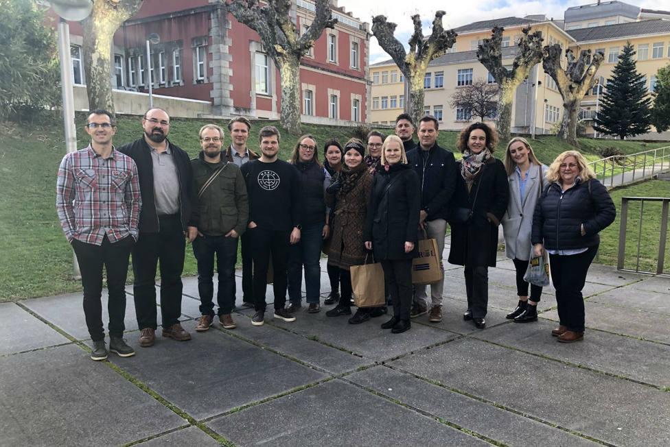 Profesores de Finalndia y Gales con docentes del Campus de Ferrol - FOTO: UDC