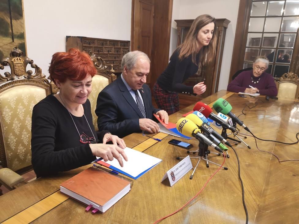 La Diputación dotará de desfibriladores a 49 municipios de Lugo