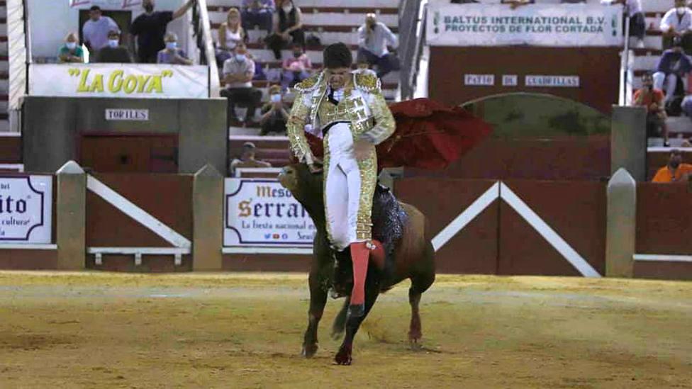 Momento de la cornada sufrida por Jesús Rivero en Sanlúcar de Barrameda