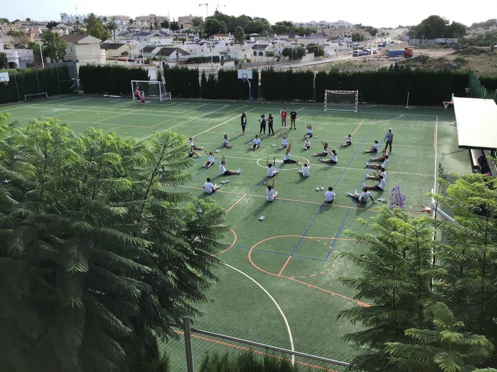 Estudiantes del colegio Elis Villamartín de San Miguel de Salinas
