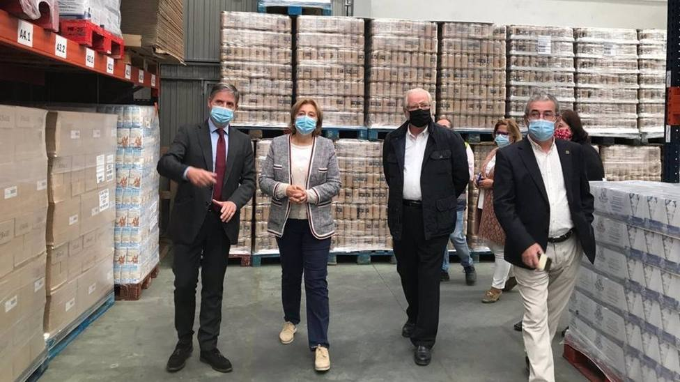 La delegada del Gobierno, Delia Losa, visita el almacen del Banco de Alimentos