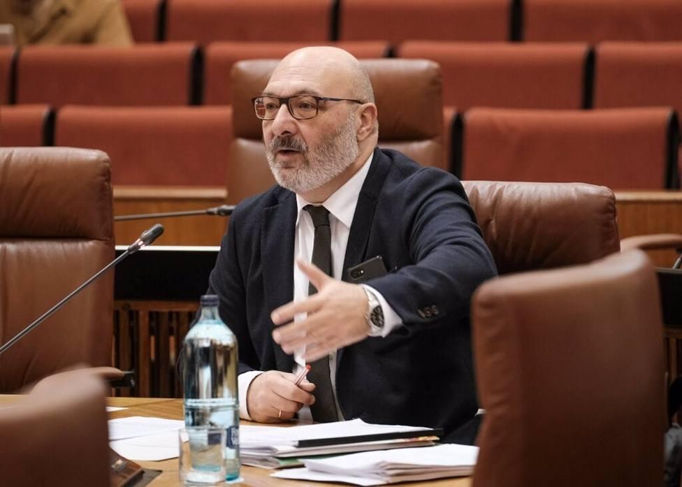 Vox abandona el Pleno del Parlamento tras acusar Díaz a Moreno de pactar con los herederos del franquismo