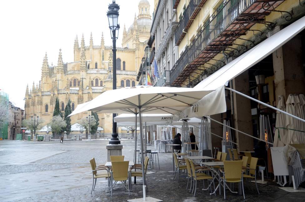 Castilla y León ordena el cierre de bares, centros comerciales y gimnasios desde el miércoles