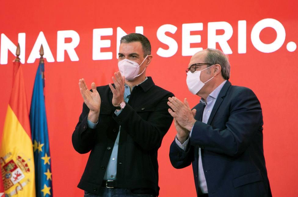 Sánchez multiplica su presencia pública por miedo al pinchazo el 4-M