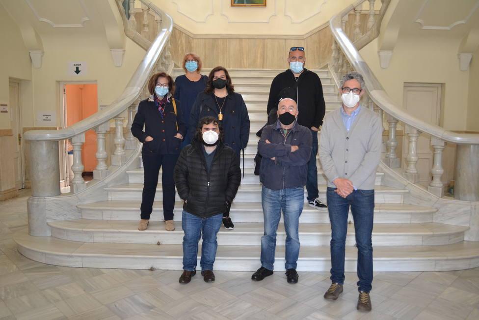 integrantes de varios colectivos durante la presentación de su manifiesto - FOTO: BNG Ferrol
