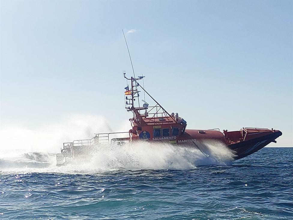 Sucesos.- AMPL.- Rescatan una patera con 49 inmigrantes a 9 millas al sur de Maspalomas, en Gran Canaria