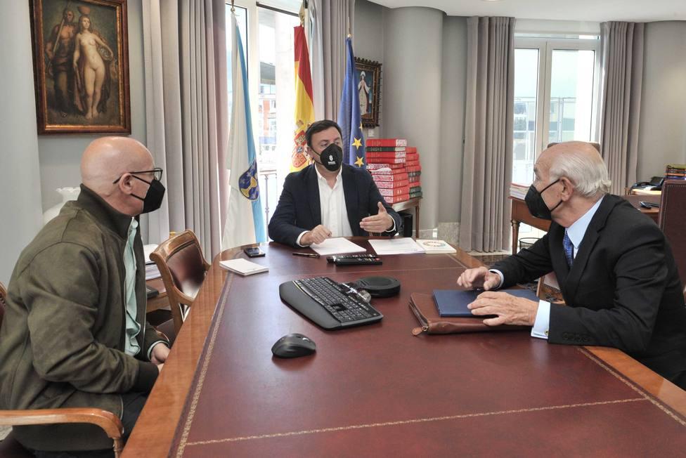 Reunión entre Valentín González, Antonio Fontenla y Xosé Regueira. FOTO: Diputación