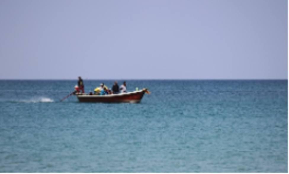 Guardia Civil intercepta dos pateras con 43 inmigrantes, entre ellos dos bebés, en Águilas y Cartagena
