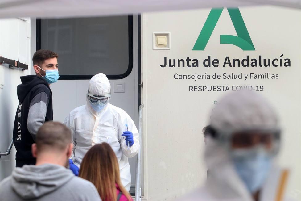 CORONAVIRUS | Andalucía suma 5.099 positivos, peor cifra de la semana, ocho muertes y la tasa sube hasta 568