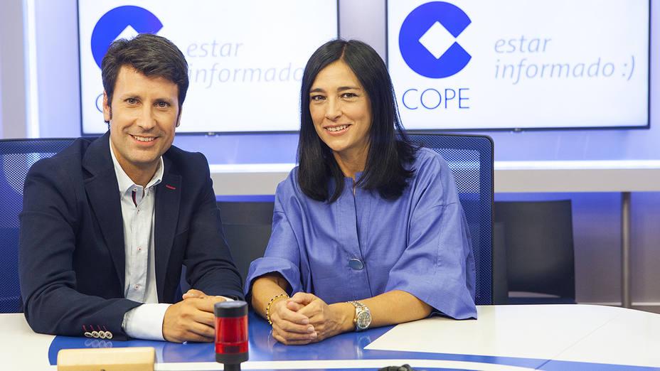 José Luis Pérez y Pilar Cisneros en el estudio de la Cadena COPE.