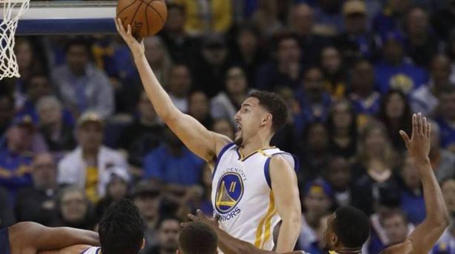Los Warriors aplastan a los Spurs en el primer partido