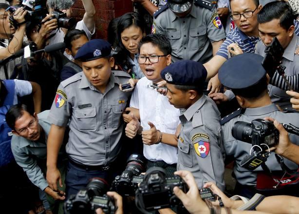 Tribunal birmano condena a 7 años de prisión a dos periodistas de Reuters