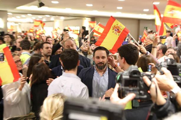Reporteros gráficos muestran su malestar por presiones de Vox durante el acto de Santiago Abascal en Pamplona