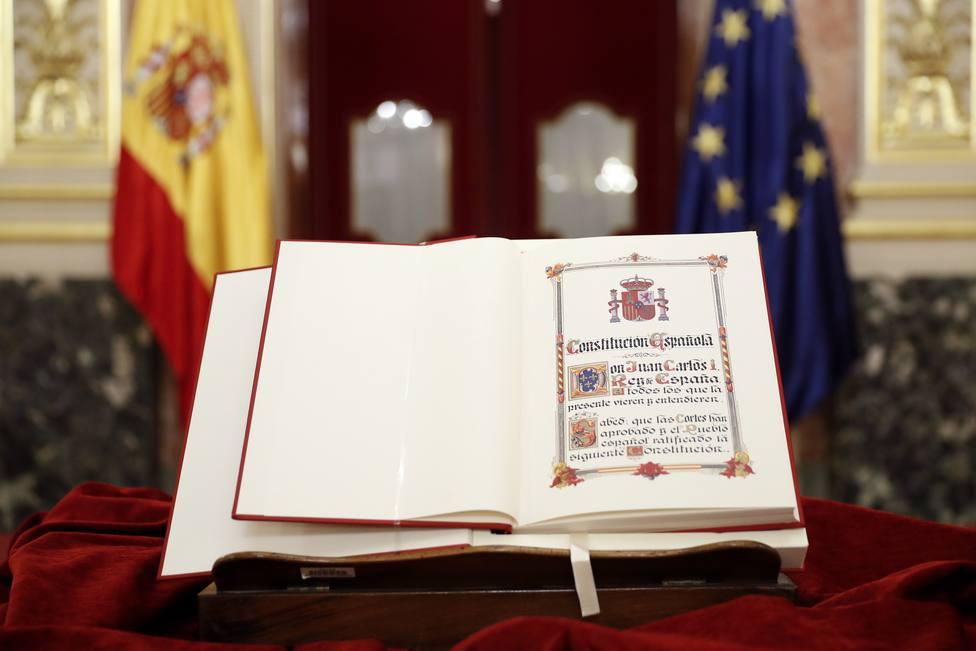 ¿Cuál es la postura de los principales partidos políticos respecto a la Constitución?