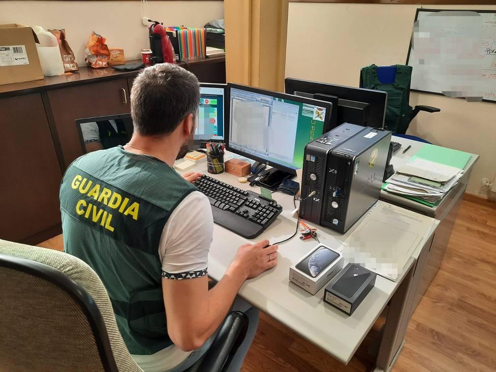 Foto de archivo de un agente de la Benemérita trabajando en el ámbito telemático - FOTO: Guardia Civil