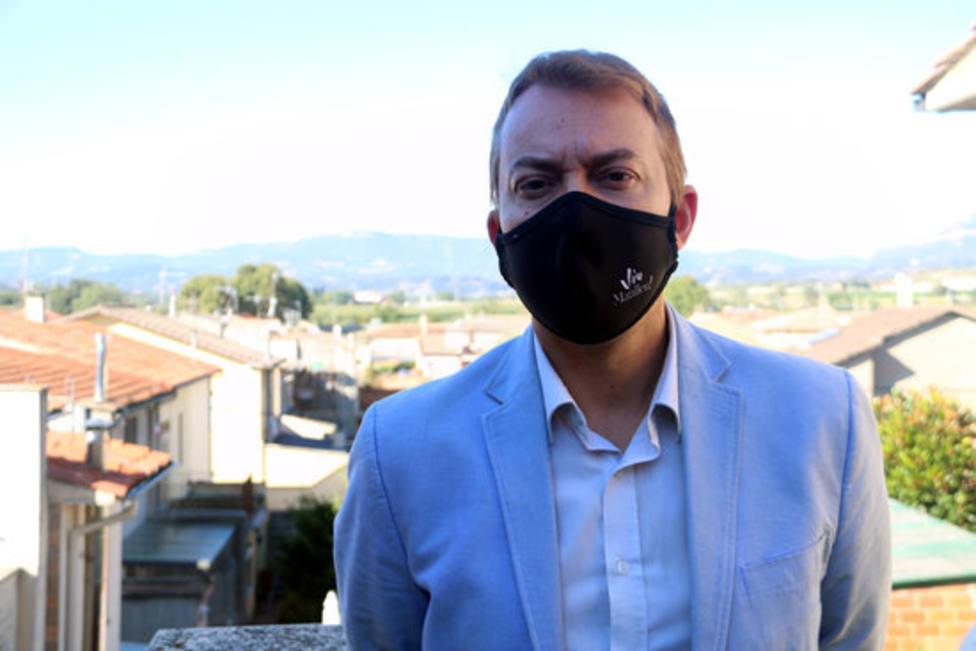 El alcalde de Manlleu, Àlex Garrido, en un plano tomado desde su casa