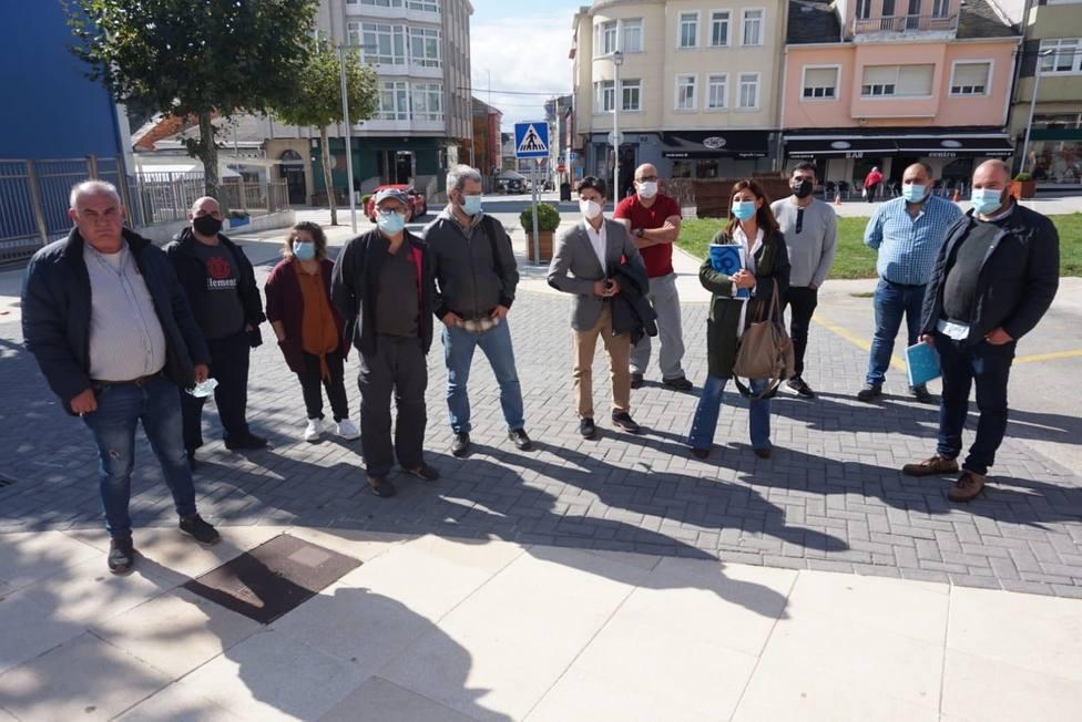 Miembros del PP y representantes de auxiliares de Endesa en As Pontes. FOTO: PP