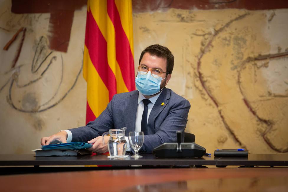 Cataluña abre el camino a restricciones más duras después de superar los 900.000 casos