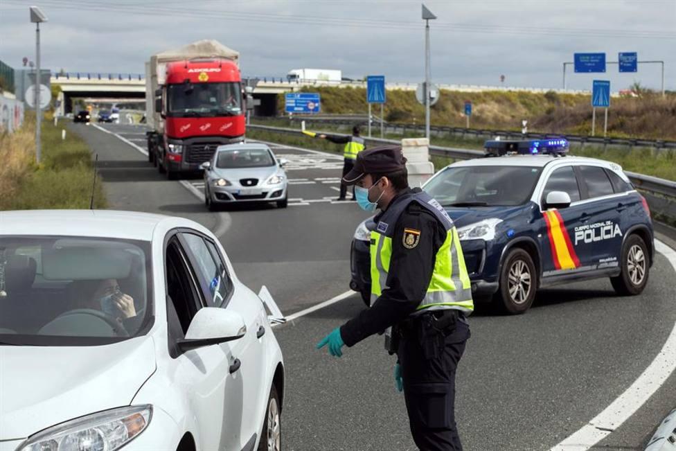 La Policía Nacional controla las entradas y las salidas de la localidad burgalesa de Miranda de Ebro