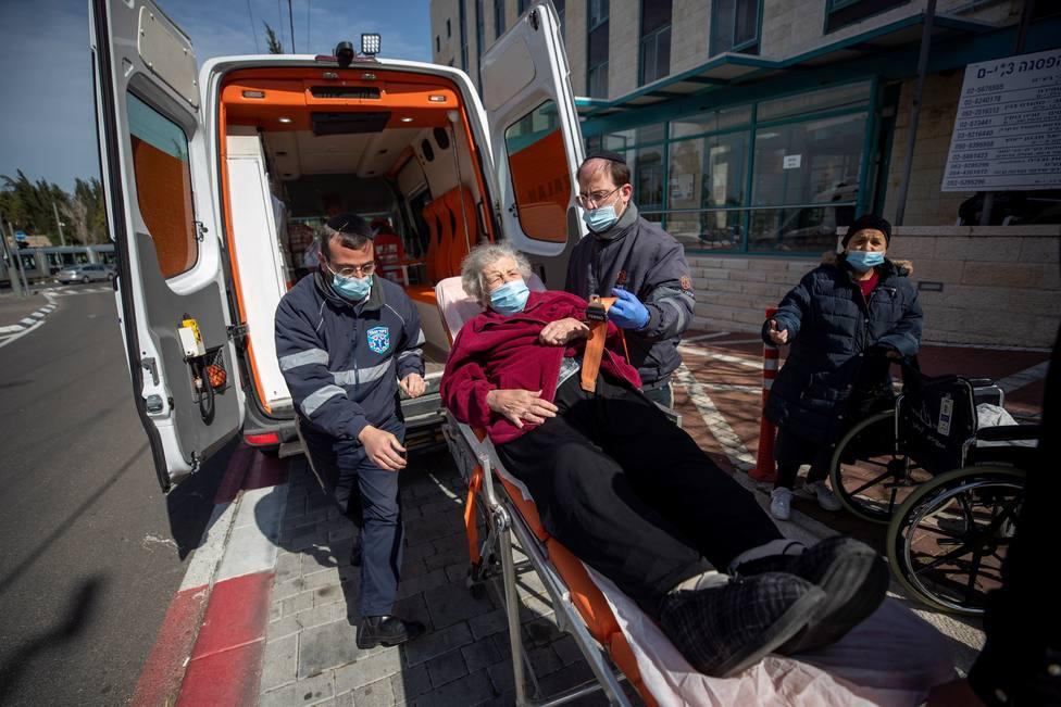 Israel se pone como objetivo vacunar a todos los supervivientes del Holocausto