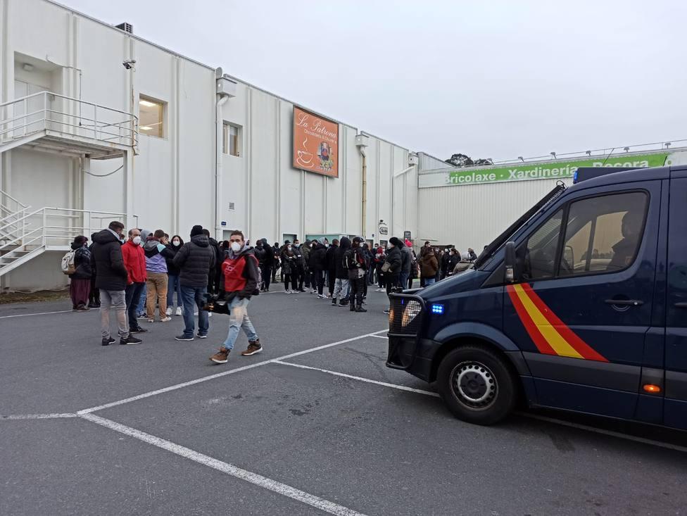 Piquetes informativos en las inmedicaciones de Alcampo en la huelga comarcal del 10 de marzo