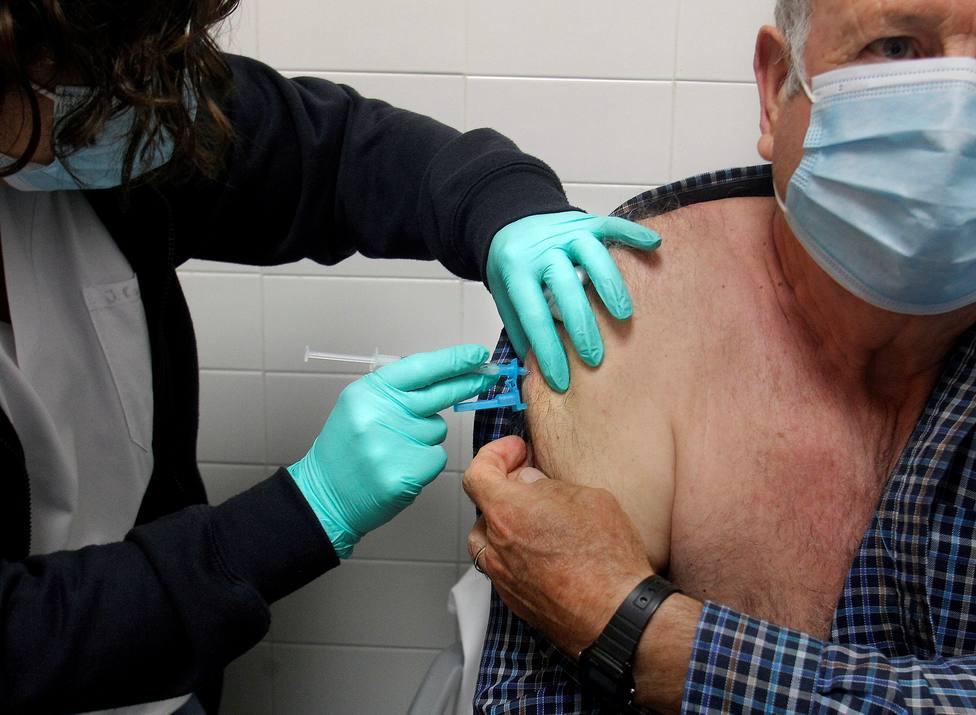 El efecto de la vacunación ya se nota en España: así lo reflejan los indicadores con los mayores de 80 años