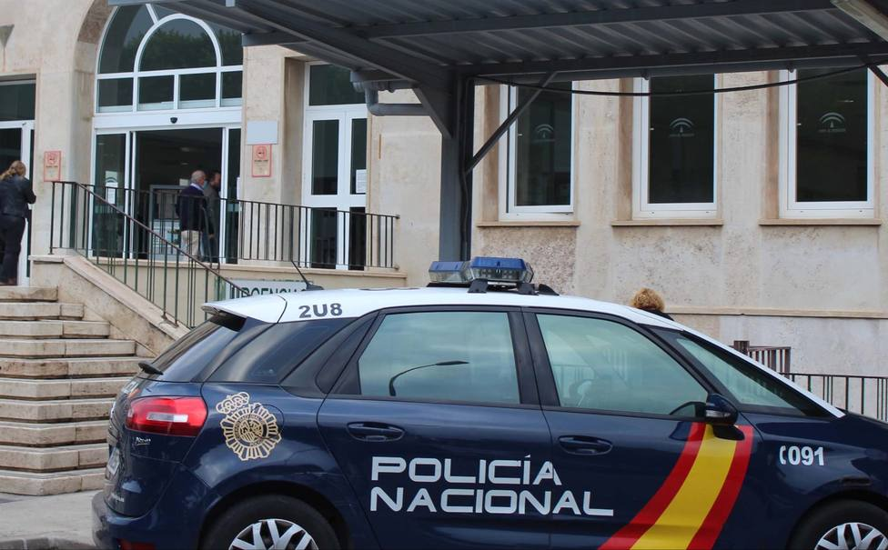Detienen en Almería a dos menores por apuñalar a un indigente