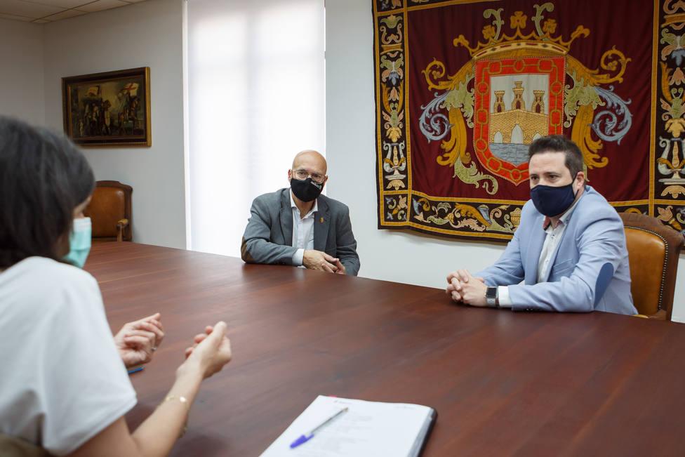 El consejero Bernardo Ciriza, el alcalde de Tudela, Alejandro Toquero y la directora general de Transportes