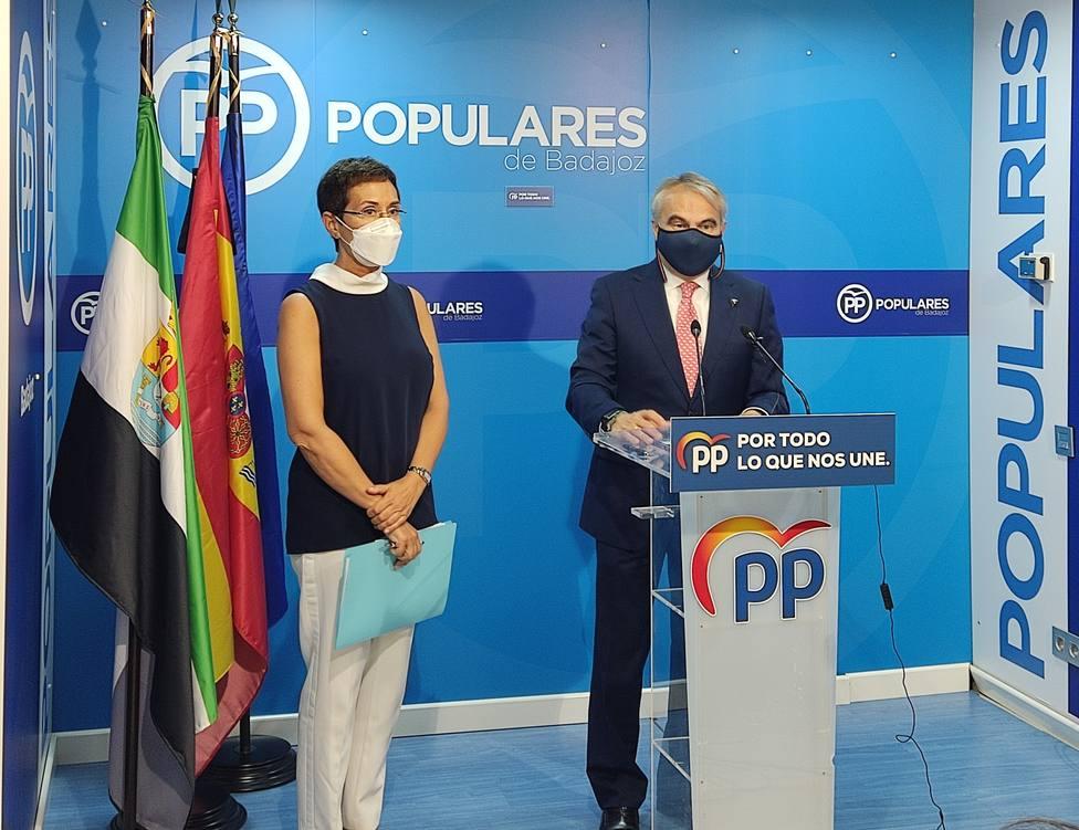 Fragoso y Solana en la sede del PP en Badajoz