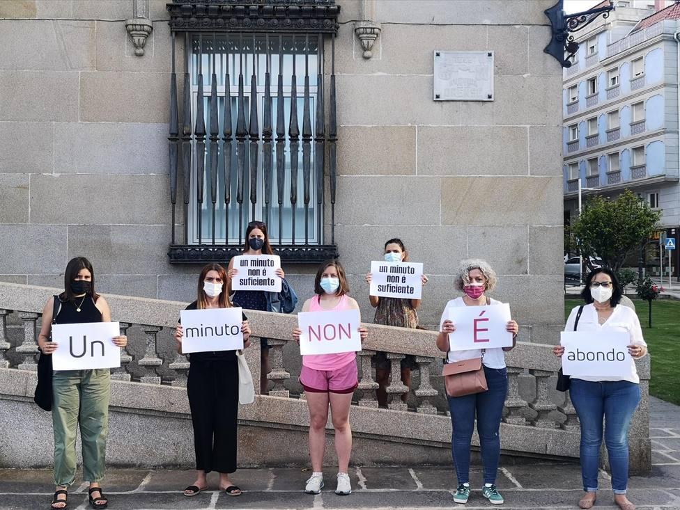 Concentración ante el Ayuntamiento de Marín contra la violencia machista