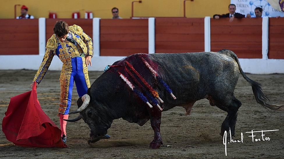 Fernando Robleño, en una imagen de archivo, toreando en la plaza de toros de Ceret