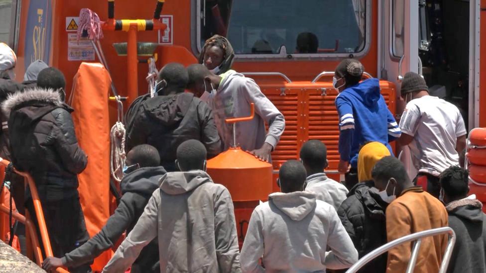 Rescatan a 45 ocupantes de una patera a la deriva en Gran Canaria